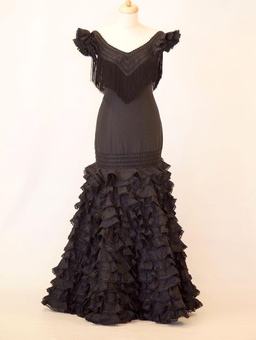 alquiler traje de flamenca diseñadora Pilar Vera