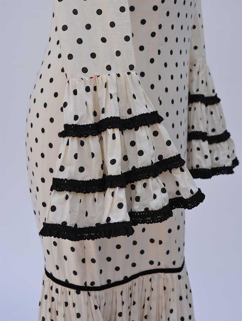 Alquiler de vestidos de sevillana