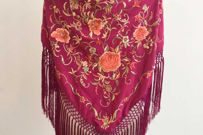 mantón bordado, mantoncillo, flamenca, complementos de flamenca, flecos de seda