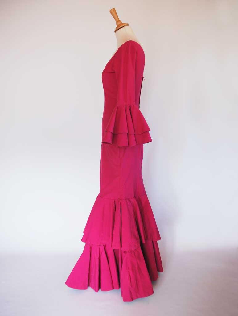 Traje de flamenca típico popelín buganvilla volantes de capote grandes
