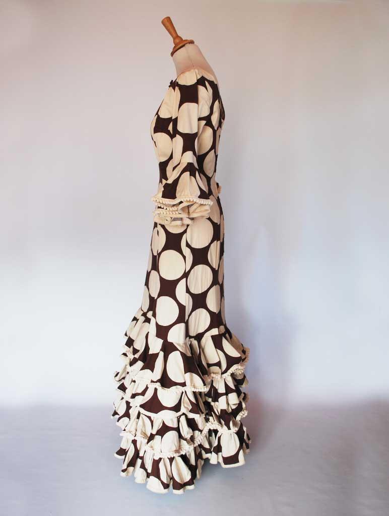 Traje de flamenca elástico marrón lunares beige.