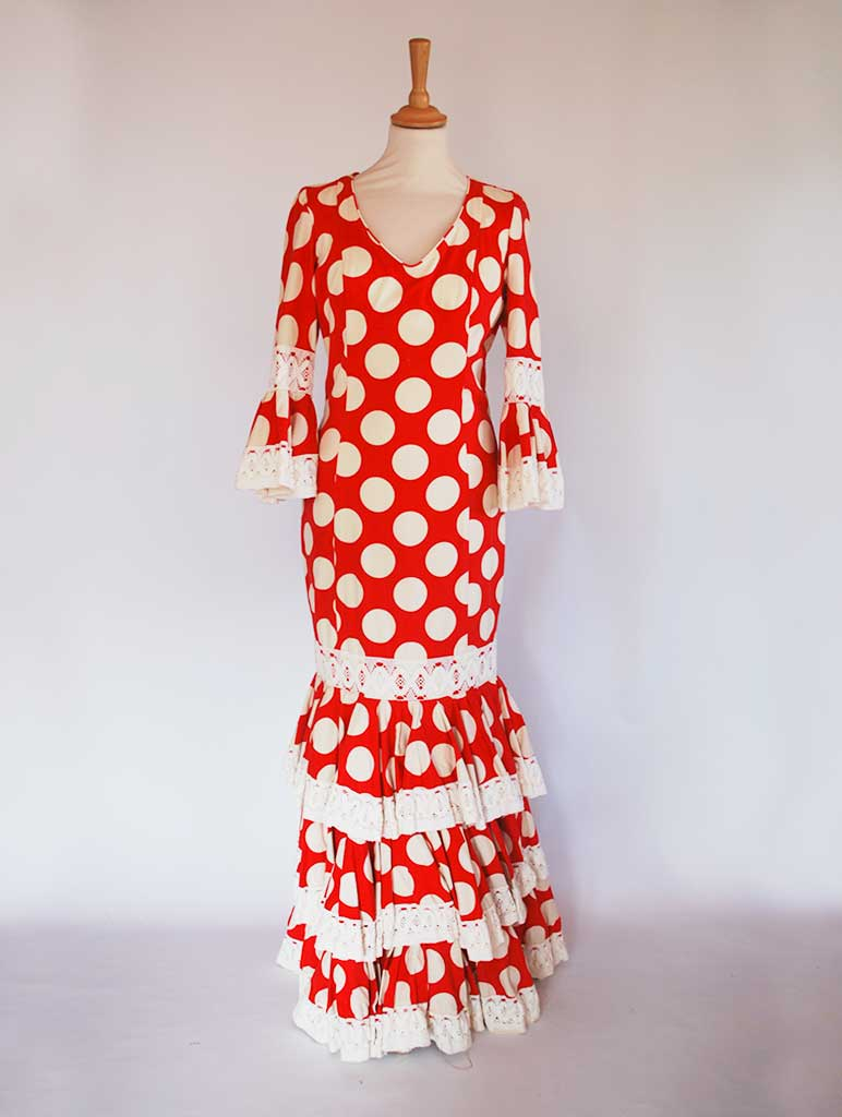 Traditional spanish dress. Red with dots. Rent flamenco dress..