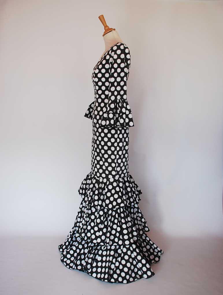 Traje de flamenca negro lunares blancos