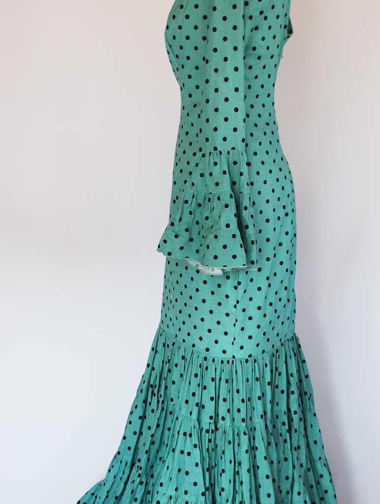Traditional spanish dress. Canastero volantes al hilo. Verde agua con lunares pequeños negros
